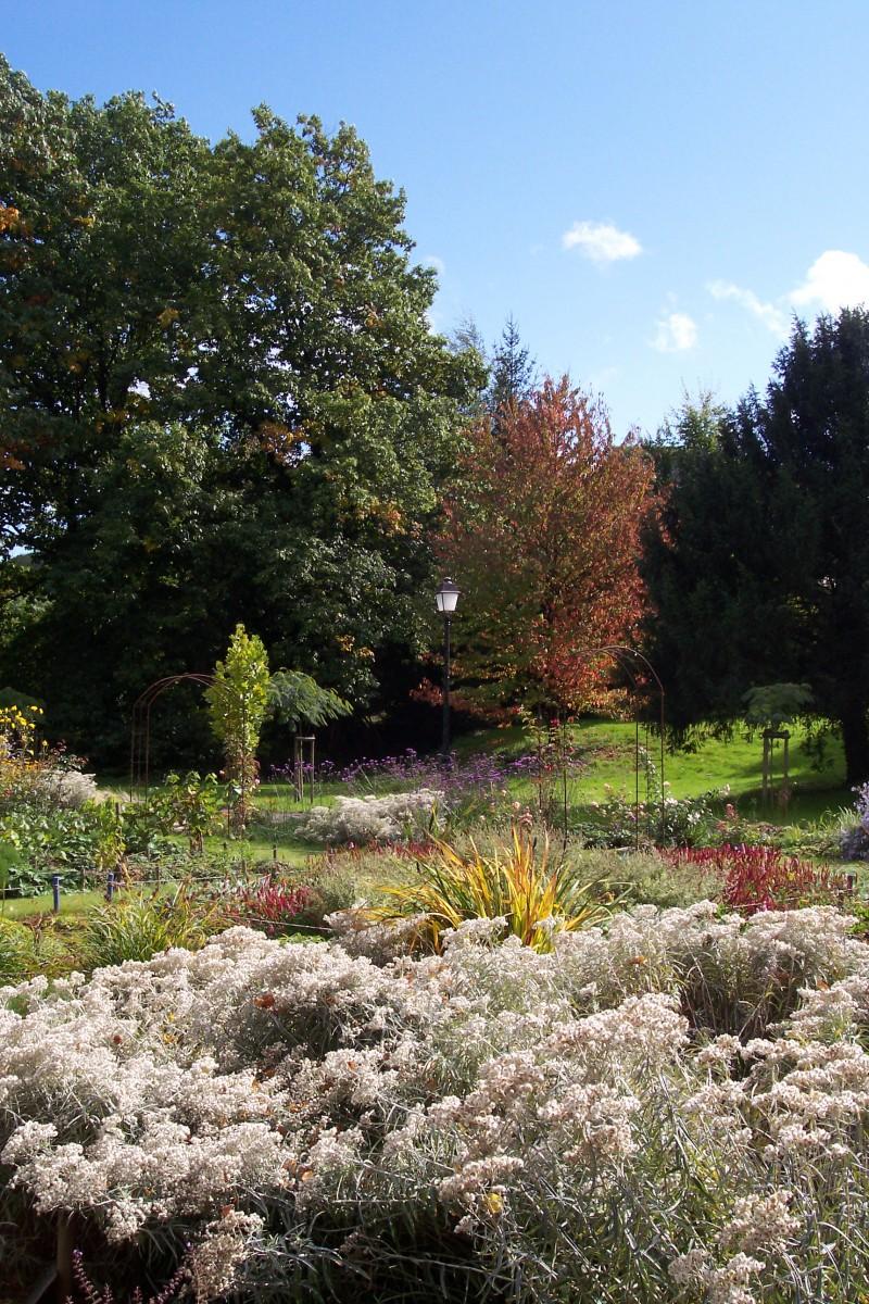 Le jardin du patchwork les jardins de la villa burrus for Les jardins de la villa